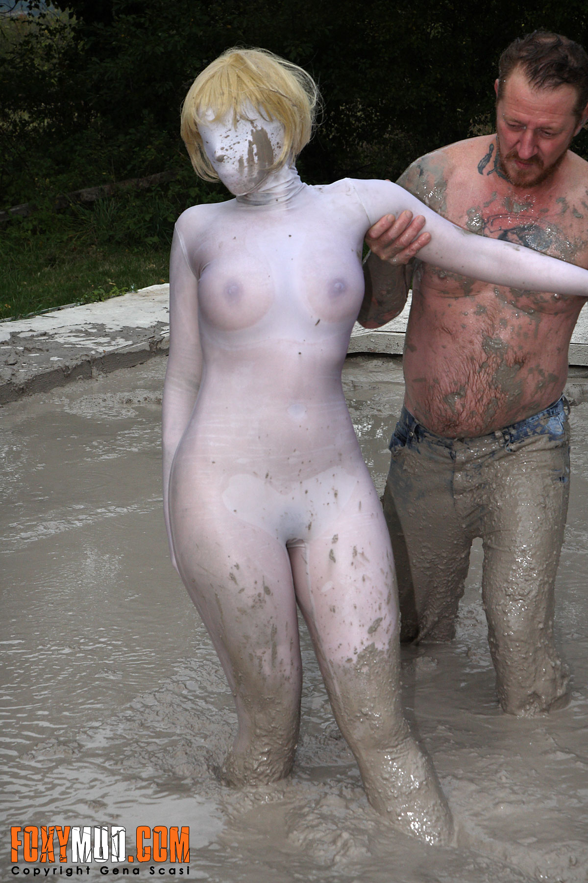 clean naked mature women