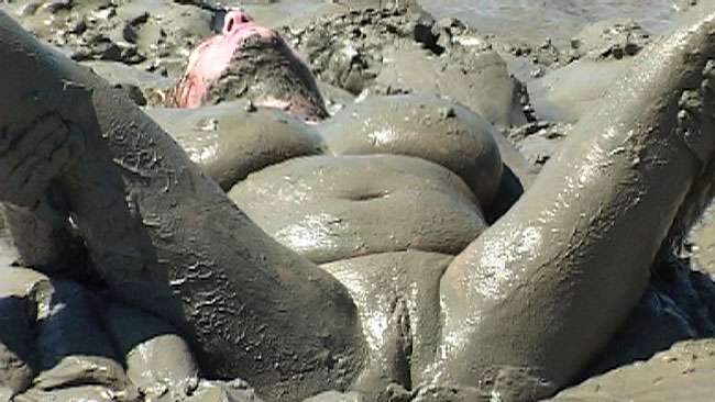 Nude Women Load Mud In Pussy Video 89